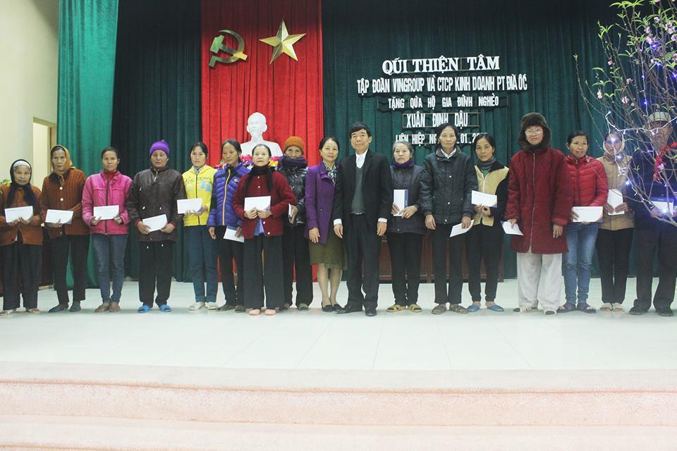 Hoàng Đình Khiêm làm từ thiện